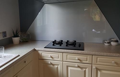 photo de crédence grise dans cuisine